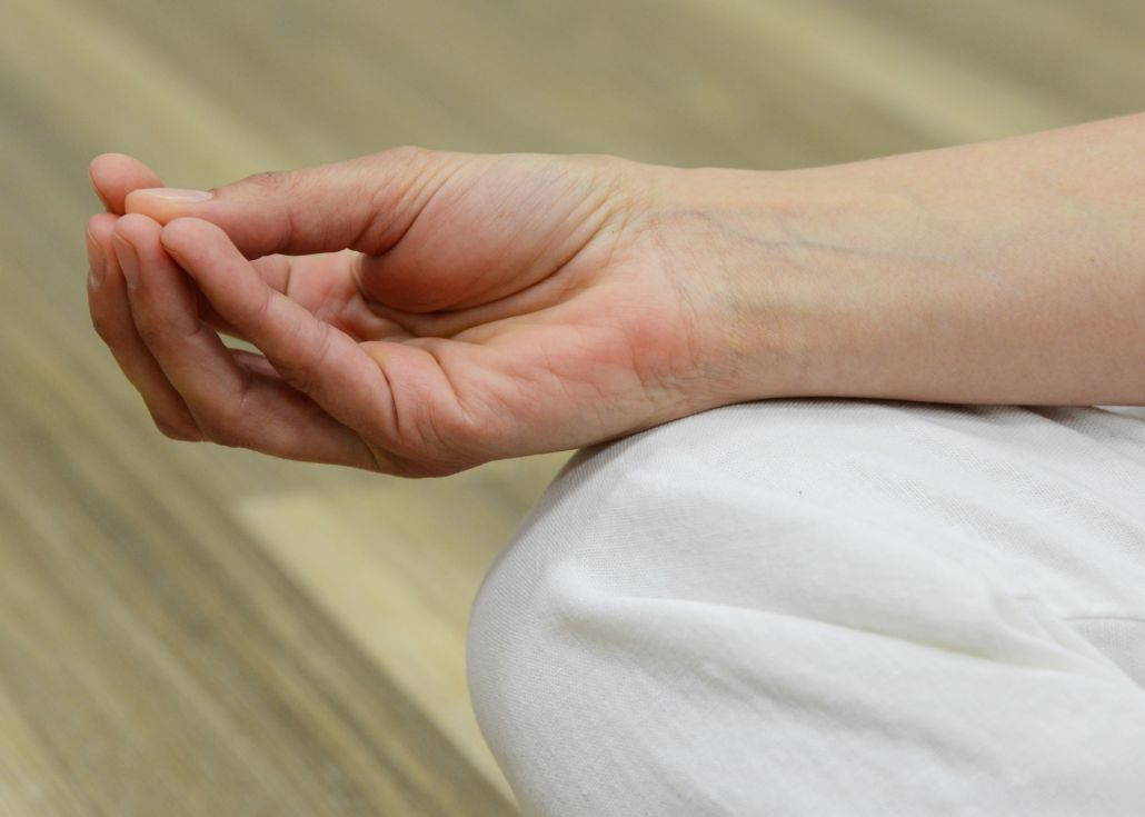 Benefits of Mudras & How To Do Them [Beginner's Guide]